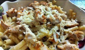 parmesan-kremali-mantarli-tavuklu-makarna