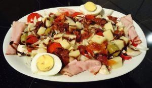 balsamik-soslu-karisik-salata