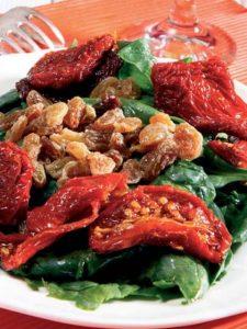 kuru-domatesli-ispanak-salatasi