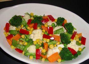 nefis-brokoli-salatasi-tarifi-salata-tarifleri