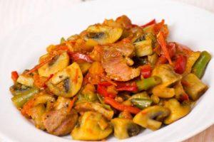 sebzeli-mantarli-makarna-tarifi-hamur-isleri