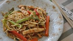 Sebzeli Tavuklu Noodle Tarifi – Makarna Tarifleri