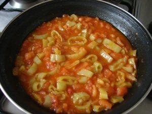 domatesli-biber-kavurma-tarifi-sebze-yemekleri