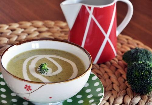 degisik-brokoli-corbasi-tarifi