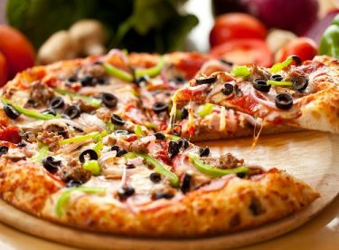 Kolay Ev Yapımı Pizza Tarifi
